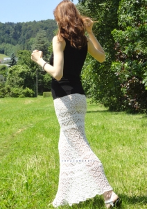 Knit skirt pattern. You will have two different clothes during your vacation - it can be easily worn as a strapless dress (just lift it over your bust, the skirt has an elastic waistband and is very stretchy).