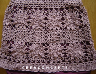 Crochet tutorial for lovely knee-length skirt. It follows the shape of the hips and flares out at the bottom with eye-catching flower motifs.