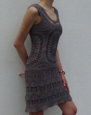 Crochet dress pattern. Sculptural, fashionable and very irresistible crochet dress! Just the right flattering silhouette to show off your perfect shape. Softly follows your curves and shows off your waistline – wear it to get lots of admiring glances.