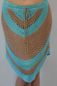 Crochet skirt pattern. Geometric patterns make crochet garments visually effective – you can count on this skirt with asymmetric hem to bring more dynamic to your look. Combining two colours is a great way to grab a lot of attention, but balance one bright colour with a softer one, see what beautiful variations you can come up with.