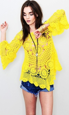 Tunic Crochet Pattern - Brighten up your wardrobe with this fun eye-catching crochet tunic. The oversize fit at the hips is the perfect style for a layered look, a comfortable fit, which makes this garment perfect for any occasion. Wear it over a simple top with jeans or put it over a bikini and you are ready for a day at the beach.