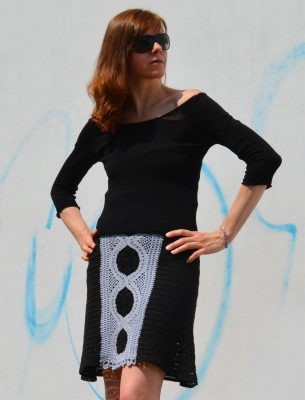 This beautiful crochet top is a practical choice for days when you want to be both chic and comfortable. It can be worn during pregnancy – it's fitted at bust level with positive ease over your belly. The design allows to convert it into a knee length skirt. Back is made in one piece so that this garment widens towards the bottom. The central panel in front reminds of the fine craftsmanship – beautifully carved intricate geometric architectural ornaments.