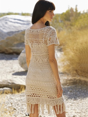Crochet dress pattern for sizes S-2XL. The perfect crochet cover-up to wear on resorts. Crafted from thick cotton, this dress hugs the body from top to bottom to centre all the attention on you.