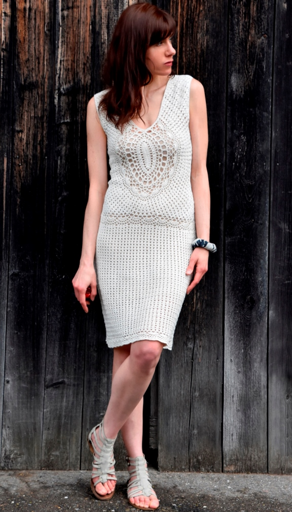 Crochet dress with oval motifs – PATTERN