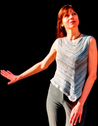 Asymmetric top pattern with variegated yarn